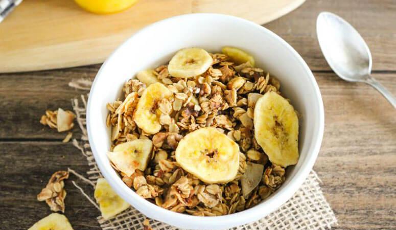 Ngũ cốc granola với chuối