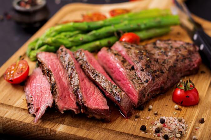 Mẹ bầu không được ăn thịt bò tái