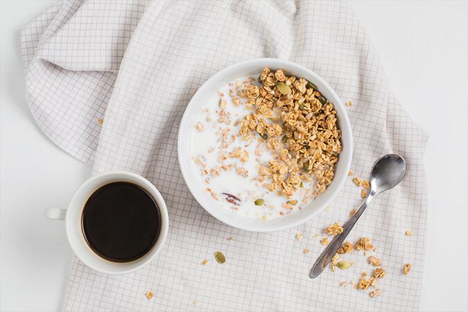 Ngũ cốc granola ăn sáng
